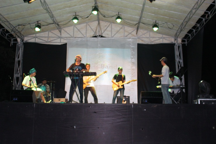 Joged bareng band reggae.. Mass Band!
